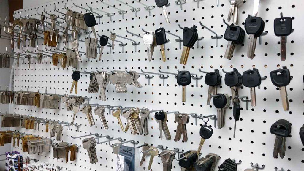 Locksmith near me, Ignition switch repair near me, car ignition repair, Smart key programming, high security laser cut keys, ignition repair, lost keys, FOB, proximity keys, ECU flashing, spare keys, automotive locksmith in Lawrence, MA.